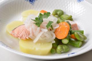 新漁 銀鮭のポシェ ブールブラン風ソース