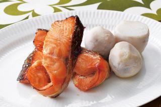 秋鮭の西京焼と里芋の煮物